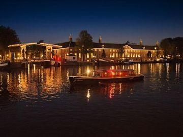 "Rent per hour: Saloon boat ""Jonckvrouw"""