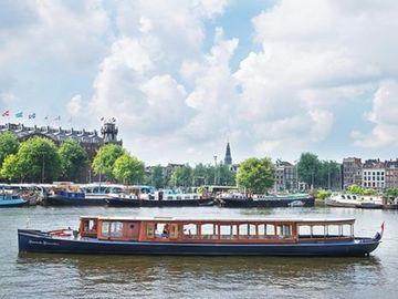 """Rent per hour: Saloon boat """"Monne de Miranda"""""""
