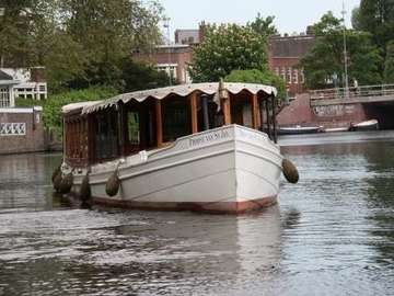Rent per hour: Canal boat Proost van St Jan