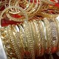 Sell: 200 pcs gold plated finish fashion bangle bracelets