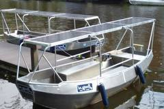 Rent per 3 hours: Boaty - max 6 people