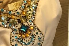 Ilmoitus: Kaason mekko shampanjanvärinen halterneck merenneitomalli