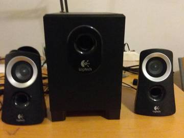 Myydään: Logitech 2.1 speakers