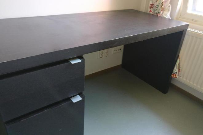 Black Desk From Ikea With 2 Drawers In Good Condition
