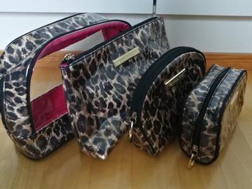 Myydään: Victoria's Secret Cosmetic bag set