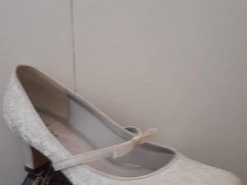 Ilmoitus: kengät