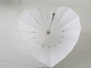 Ilmoitus: Valkoinen sydän sateenvarjo