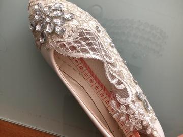 Ilmoitus: Tytön kengät koko 34-35