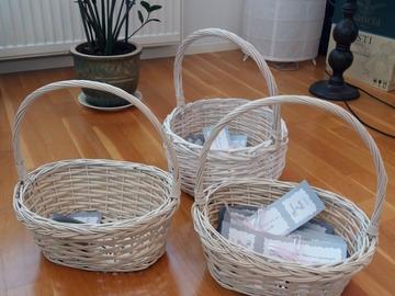 Ilmoitus: korit setti 3 kpl yhteensä 5 eur