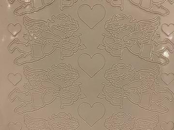 Ilmoitus: Valkoisia enkelitarroja (ääriviivatarra) ja sydäntarroja