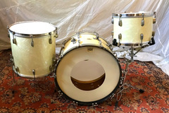 Selling with online payment: Slingerland Radio King set, WMP with early 50's medium oval