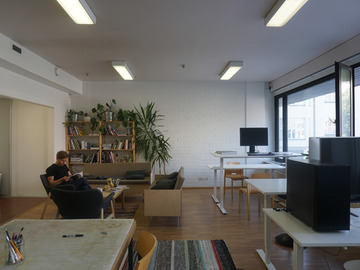 Renting out: vuokrataan työpöytä / workdesk for rent / Tampere