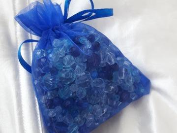 Ilmoitus: Sinisiä pieniä kirkkaita helmiä
