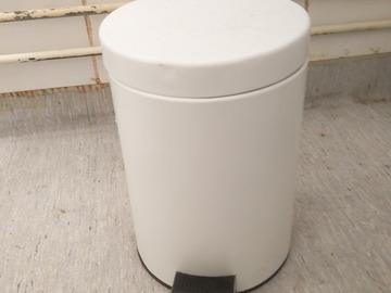 Myydään: Small trash can