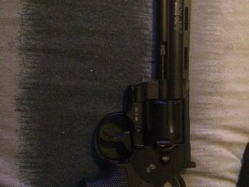 Selling: Python .357 co2 Black revolver