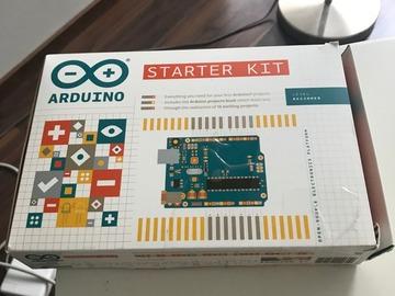 Myydään: New Arduino Starter Kit