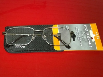Bulk Lot: 1 pc Foster Grant reading glasses & case Retails for $24.99