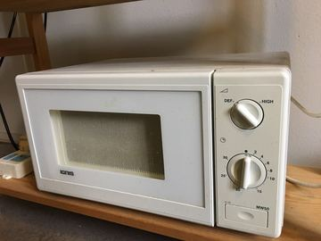 Selling: microwave oven