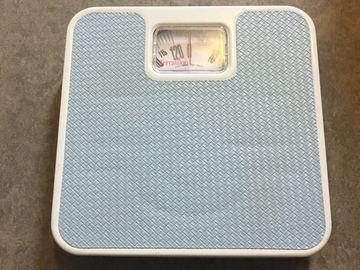 Myydään: scale