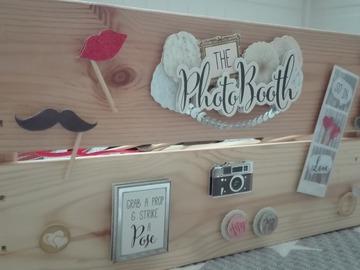 Ilmoitus: Photo Booth -puulaatikko ja tarvikkeet