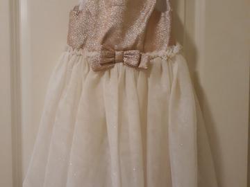 Ilmoitus: Morsiustytön mekko, 98