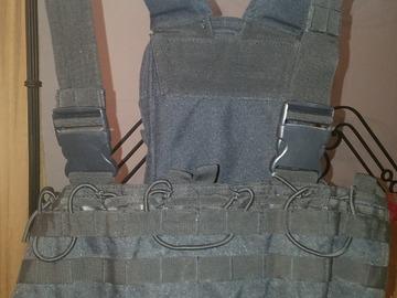 Selling: Tactical Vest (black)