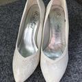 Ilmoitus: Pitsipäällysteiset kengät