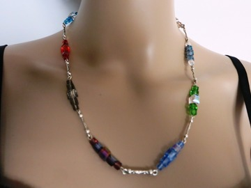Sale retail: ELLEN, parure collier et boucles d'oreilles en cristal .