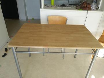 Myydään: Table and a chair