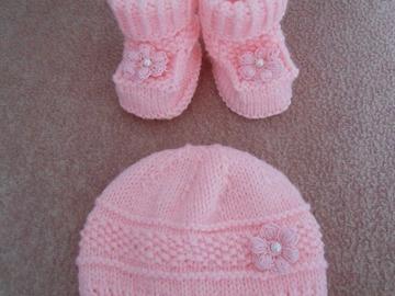 Vente au détail: ensemble bébé /bonnet et chaussons rose pour bebe /chaussons