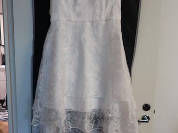 Chi chi london käyttämätön mekko (puolipitkä) Häätori.fi