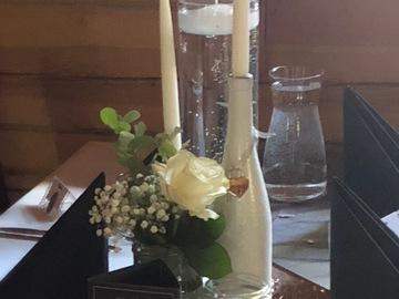 Ilmoitus: 12kpl valkoiseksi maalattuja pulloja kynttilänjaloiksi.