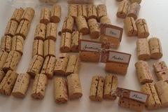Ilmoitus: Viinipullon korkkeja nimikyltteihin / paikkakorteille 69kpl