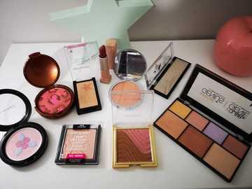 Venta: Pack maquillaje 25 euros todo.