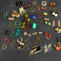 Venta: 900 Pairs of Fashion Earrings - Brand New - $ 0.11/Per Pair!