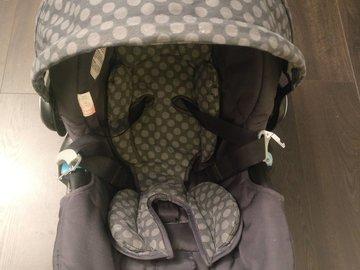 Myydään: Vauvan turvakaukalo ja jalusta