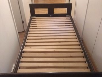 Myydään: Solid 200 x 90 wooden bed frame