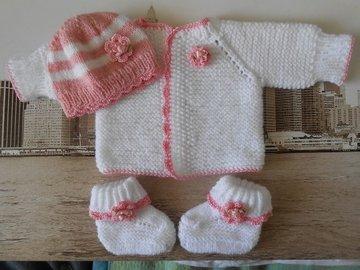 Vente au détail: ensemble naissance,brassière bonnet chaussos bébé en laine/t