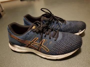 Myydään: ASICS running shoes size 44.5