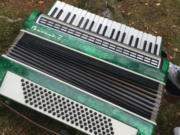 Myydään: Large piano accordion, may need work, but it works