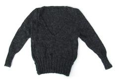 Vente au détail: pull gris chiné avec son encolure profonde