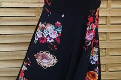 Vente au détail: longue jupe à panneaux noir et motif