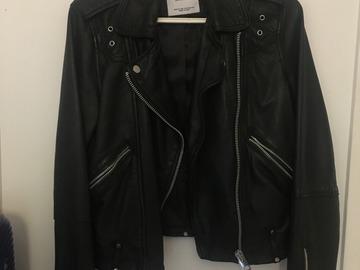 Myydään: leather jacket