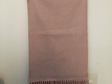 Myydään: scarf