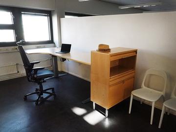Renting out: Sähkötyöpöytiä Hakaniemessä