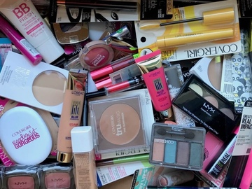 Buy Now: 100 piece lot of Drug Store brand Cosmetics -BRAND NEW