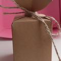 Ilmoitus: Pahvinen lahjapakkaus
