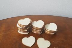 Ilmoitus: Pieniä puisia sydämiä