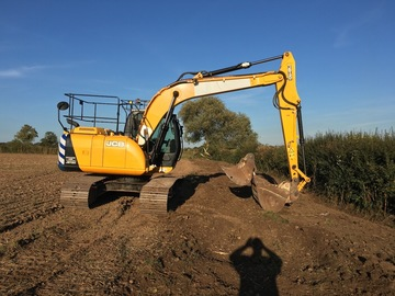 Daily Equipment Rental: Js130 excavator
