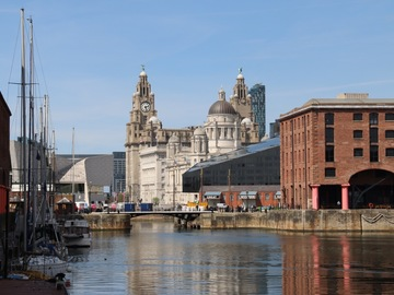 Offering with online payment: Book a Liverpool Tour Guide for a private tour.